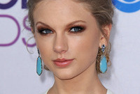 Taylor-swift-formal-look-side